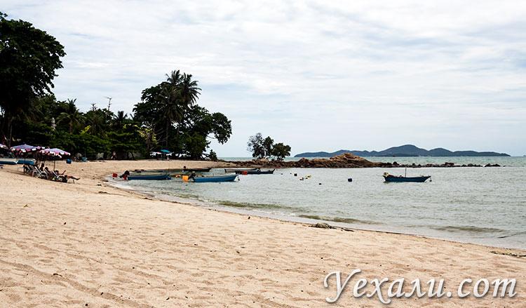 Пляж Вонгамат в Паттайе, Таиланд.