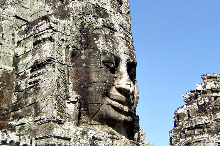 Храм Байон в Камбодже (храмовый комплекс Ангкор Ват).