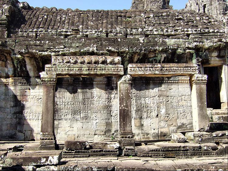 Храм Байон в Камбодже, гравировки на стенах.