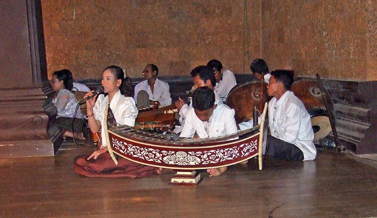 Шоу и танец Апсара в Камбодже, музыкальное сопровождение.