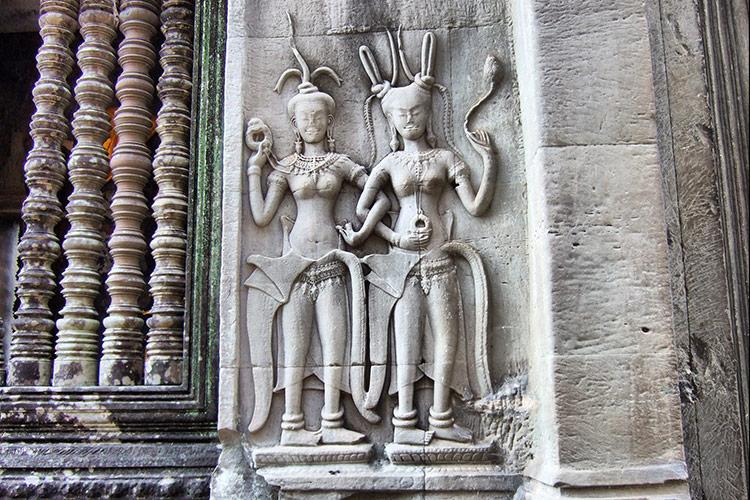 Танец Апсара в гравировках на стенах Ангкор Вата, Камбоджа.
