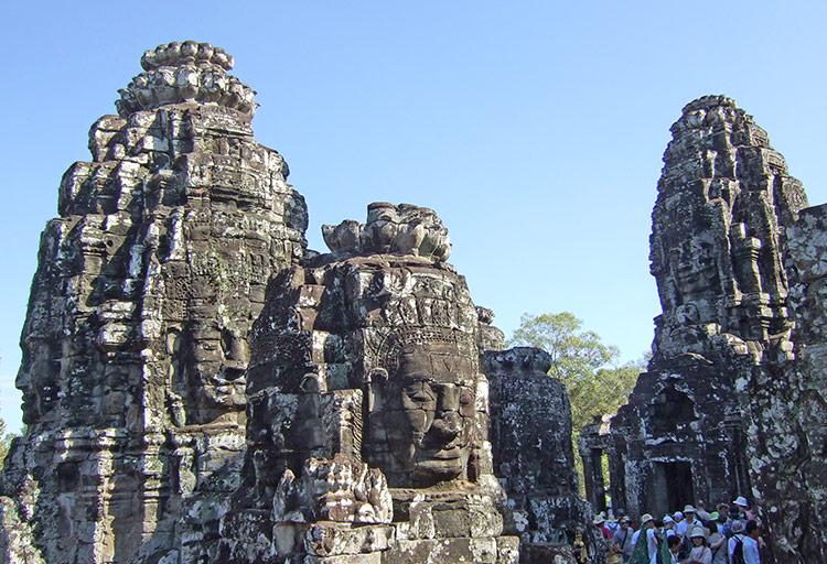 Храм Байон в Камбодже, фото (храмовый комплекс Ангкор).