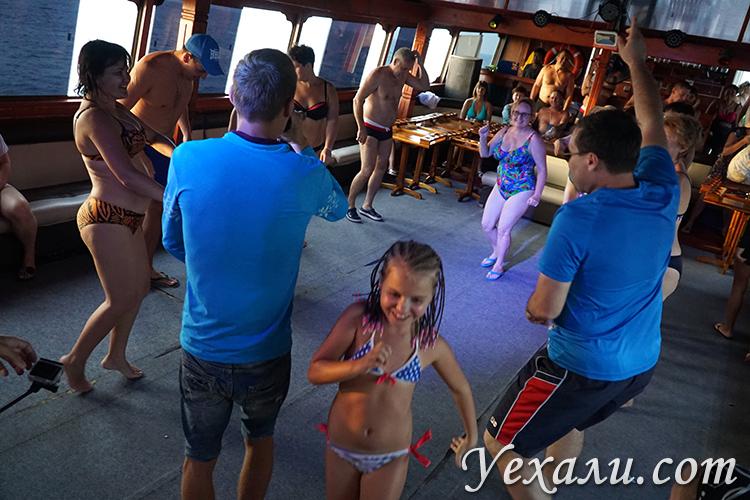 Дети на морской экскурсии Паттая Бей Круиз