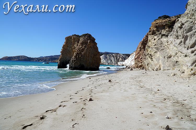 Как поехать на отдых в Грецию самостоятельно без турфирм: остров Милос, пляж Фириплака.