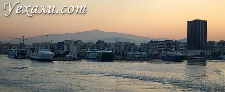 Афинский порт Пирей в Греции, фото города.