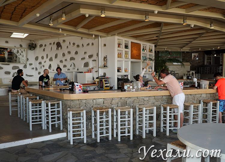 Кафе на пляже Super Paradise на Миконосе