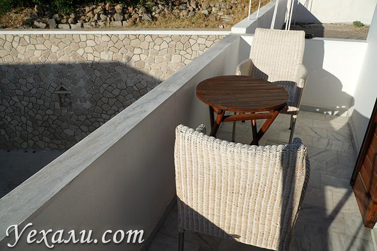 Отель на Милосе с балконом