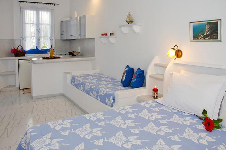 Лучшие отели острова Милос в Греции: Efi's Rooms and Studios.