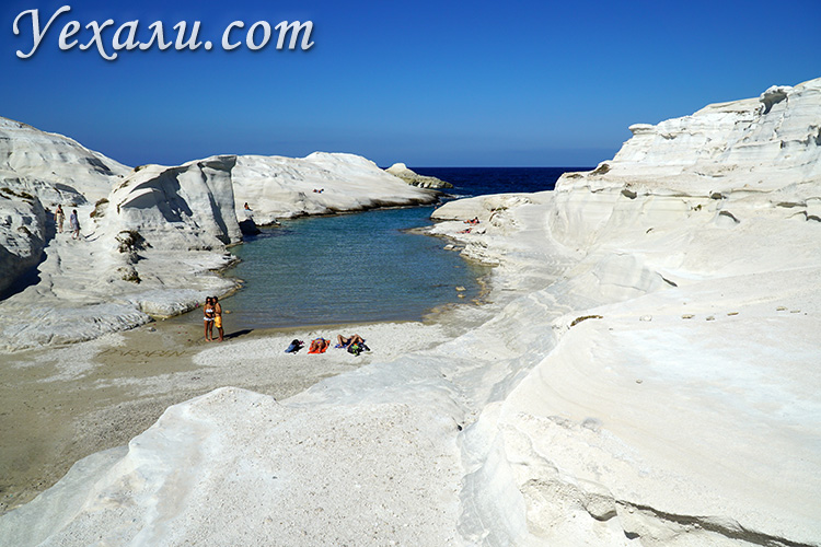 Лучшие фото острова Милос в Греции: пляж Саракинико.