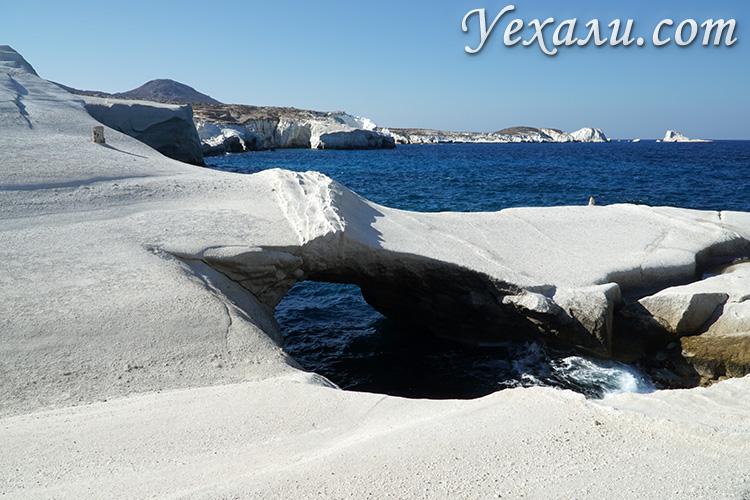 Пляж Саракинико, остров Милос, Греция.