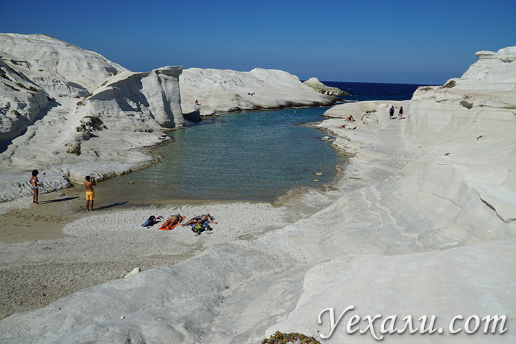 Белый пляж Саракинико на Милосе
