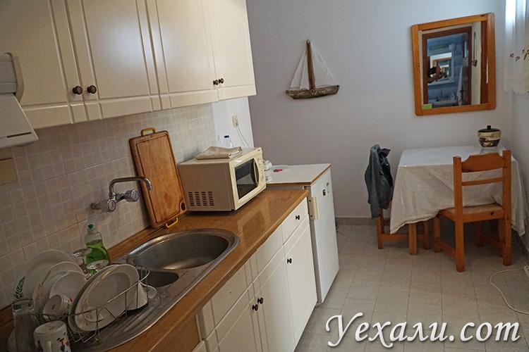 Кухня в апарт-отеле на Милосе