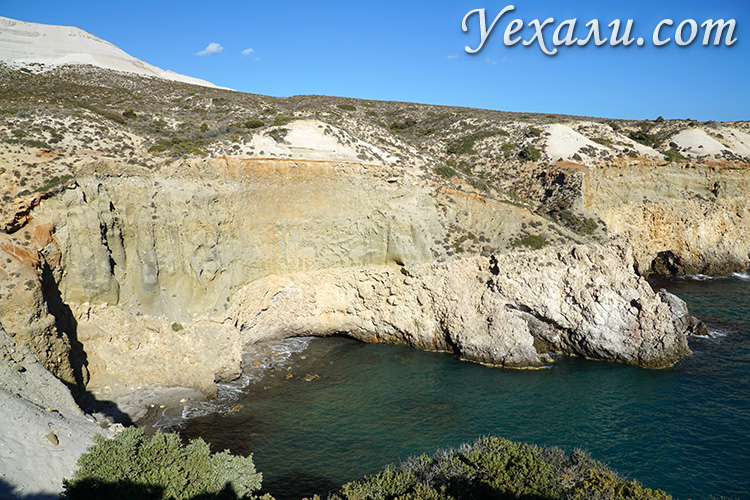 Все пляжи острова Милос, Греция. на фото - пляж Циградо.