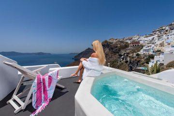 Лучшие отели Санторини с видом на кальдеру: Athina Luxury Suites.