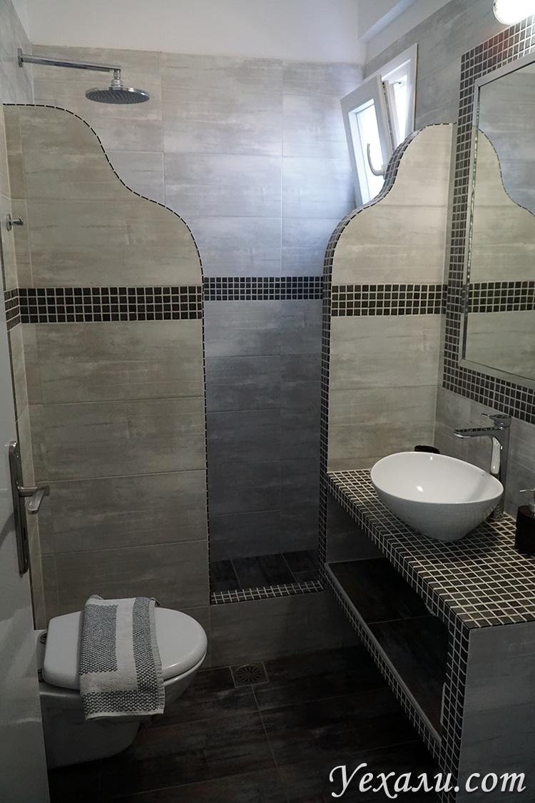 Ванная в апартаментах на Санторини