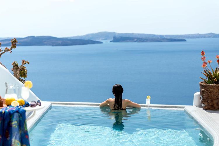 Лучшие отели Санторини по соотношению цены и качества: Filotera Suites.
