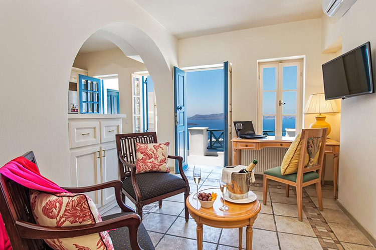 Лучшие отели Санторини с видом на кальдеру вулкана: Golden Grey Goose.