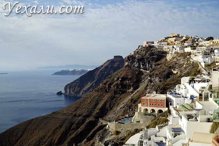 Лучшие фото города Фира на Санторини, Греция: вид на поселок Имеровигли.