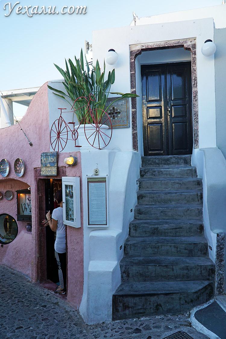 Фото города Ия на Санторини, Греция: улочки и домики.