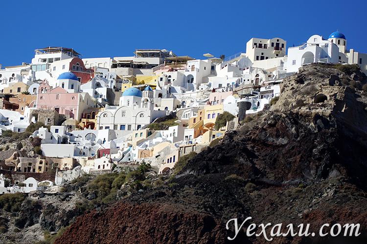 Фото города Ия на Санторини, Греция: вид с моря.