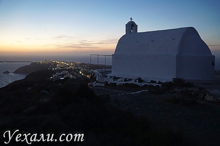 Лучшие фото острова Санторини, Греция: вид на Ойю с горы.