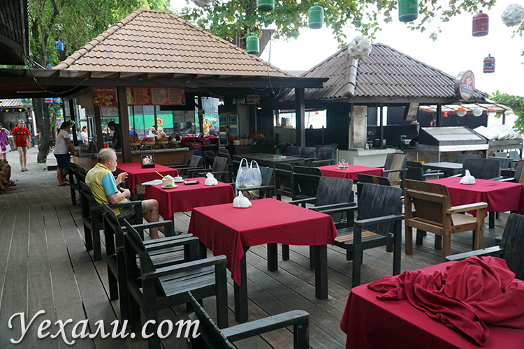Кафе на пляже Ао Пхай на Самете