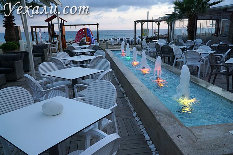 Вечерняя подсветка в отеле Xperia Saray Beach