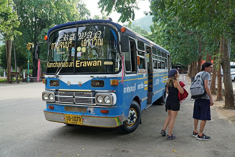Автобус из города Канчанабури на водопад Эраван.