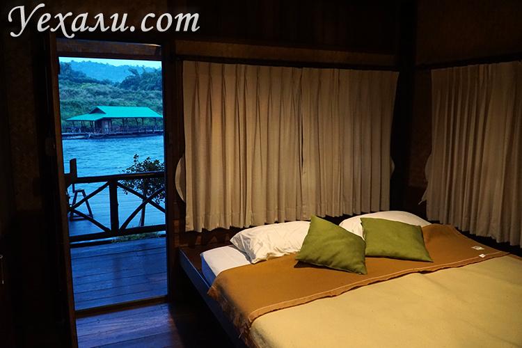 Фото номера на воде в отеле на Квае