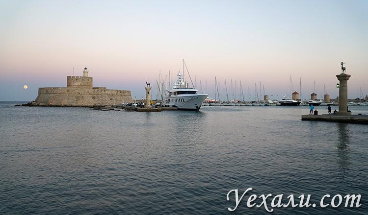 Самые красивые фото города Родос, Греция: гавань Мандраки.