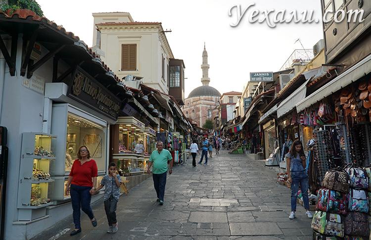 Самые красивые фото города Родос, Греция: улица Сократа.