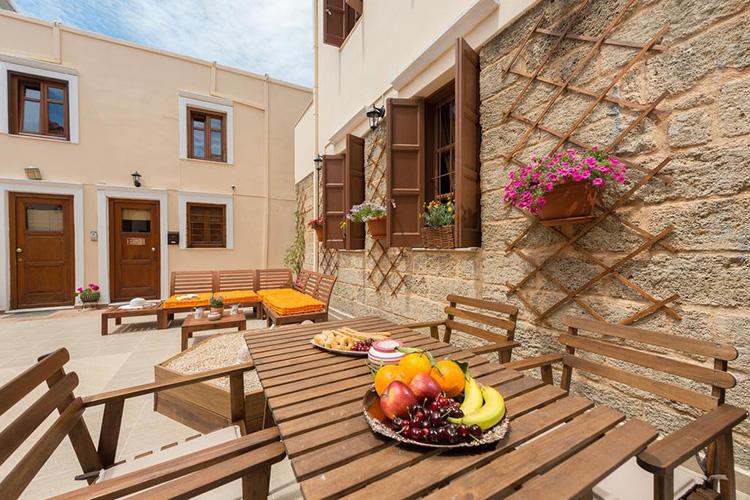 Лучшие отели в городе Родос, Греция: 3 Charites Old Town.