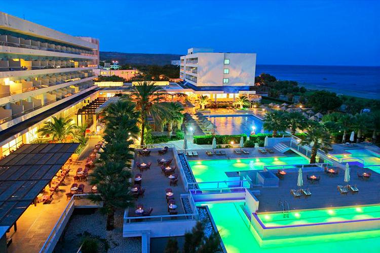 Лучшие отели у пляжа Фалираки (Родос, Греция). На фото: Blue Sea Beach Resort.