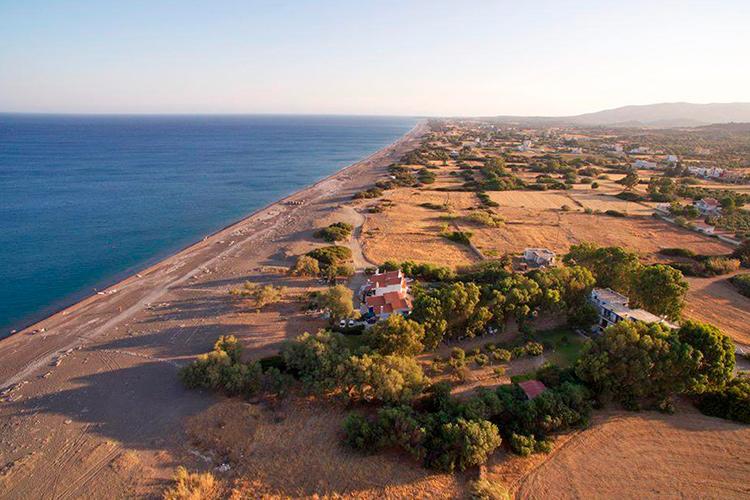 Лучшие пляжи Родоса, Греция. На фото: пляж Геннади.