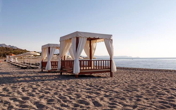 Лучшие пляжи острова Родос, Греция. На фото: пляж Киотари.