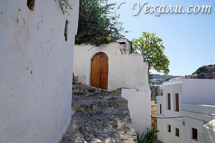 Самые красивые фото острова Родос, Греция. На фото: улочки Линдоса.