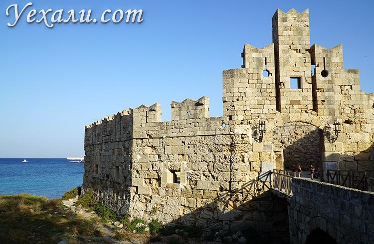 Достопримечательности Старого Города Родос, Греция. Крепостные ворота.