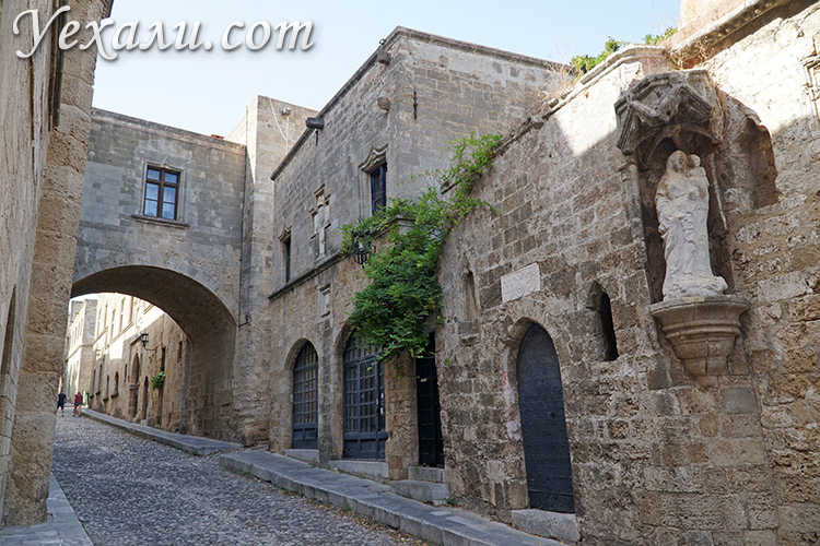 Достопримечательности острова Родос в Греции: улица Рыцарей.