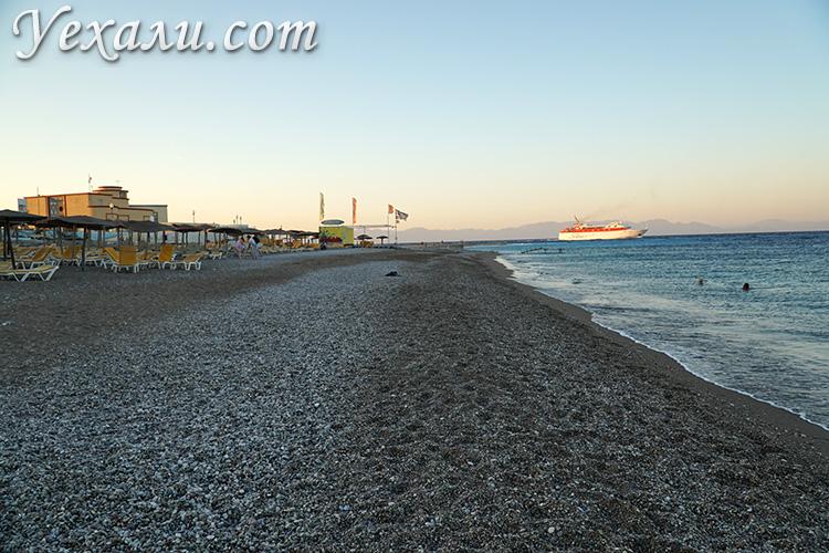 Лучшие пляжи Родоса, Греция. На фото: городской пляж Родоса.