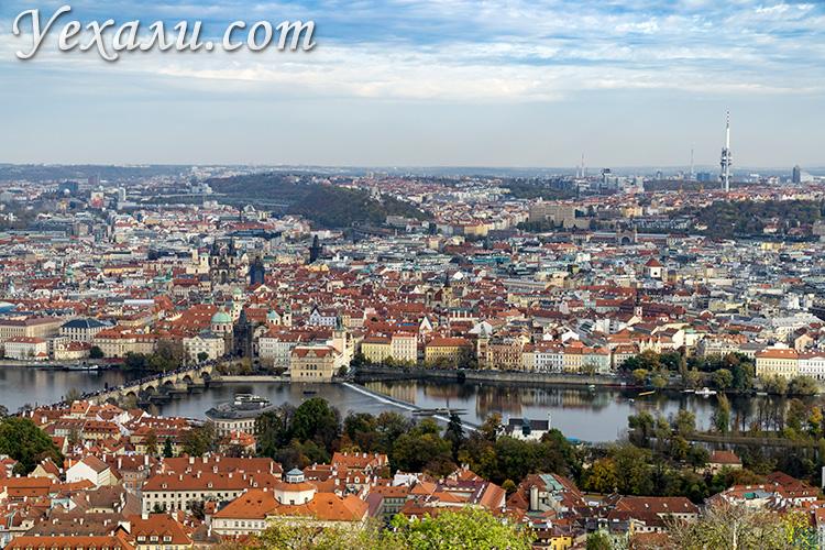 Лучшие смотровые площадки Праги. Вид на Старе Место и Влтаву с Петршинской башни.