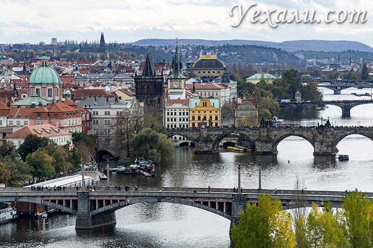 Лучшие обзорные площадки Праги. Фото мостов Праги из Летенских садов.