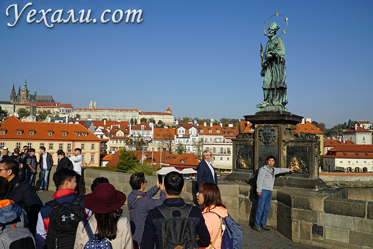 Как загадать желание на Карловом мосту в Праге.