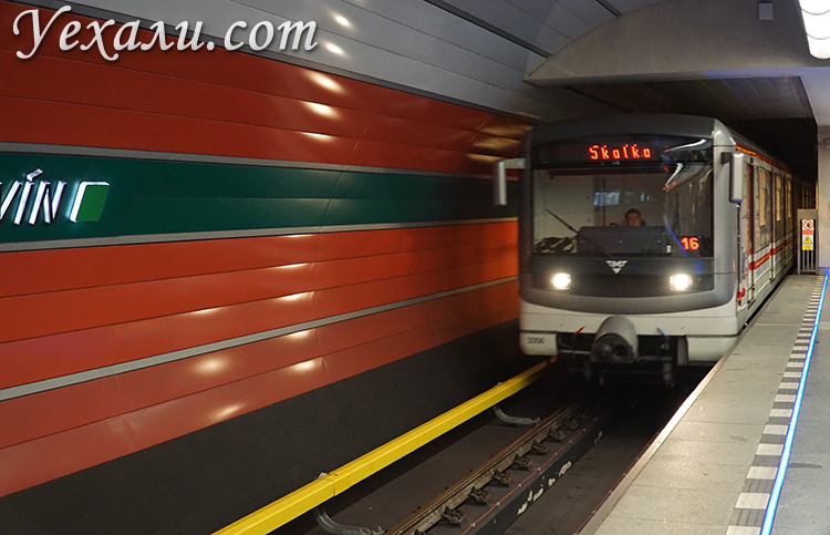 На фото: метро Праги.