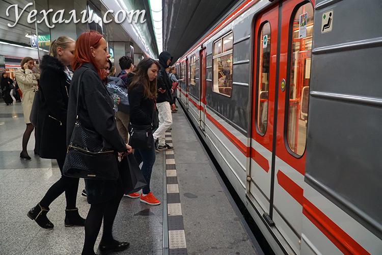 Общественный транспорт в Праге. На фото - пражское метро.