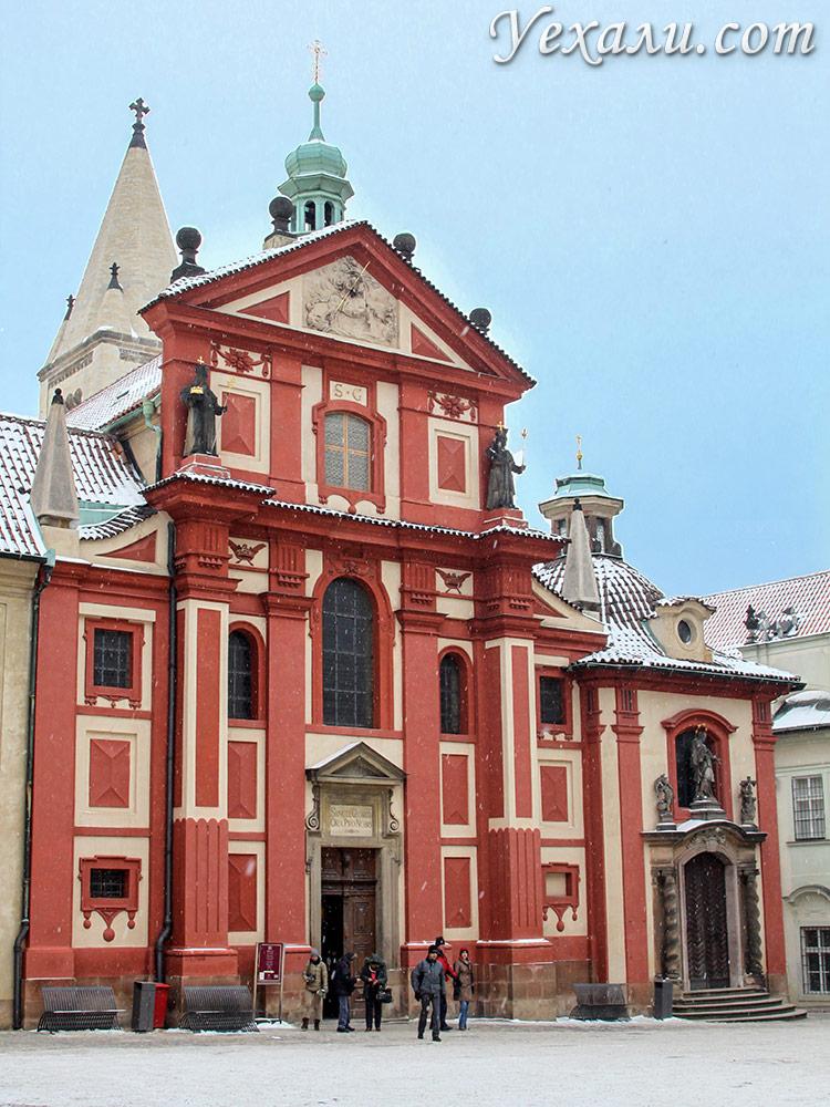 Достопримечательности Пражского Града, Чехия. На фото: Ротонда святого Георгия.