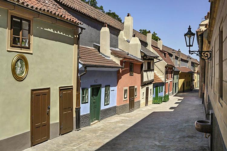 Достопримечательности Пражского Града, Чехия. На фото: Золотая Улочка.