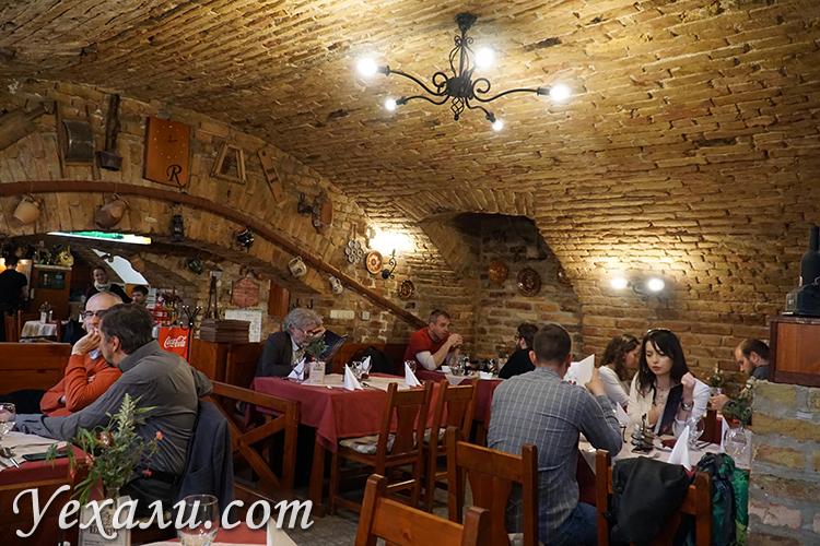 Интерьер ресторана в Будапеште