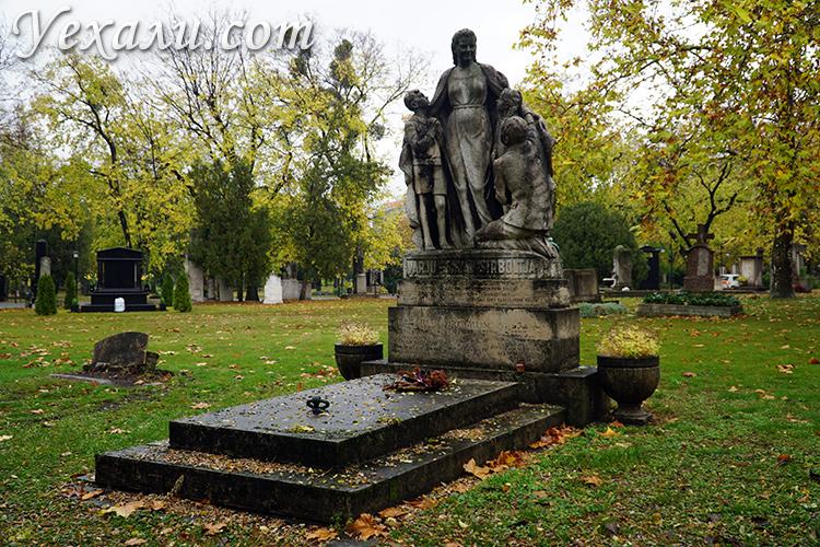 Могилы на кладбище Керепеши в Будапеште