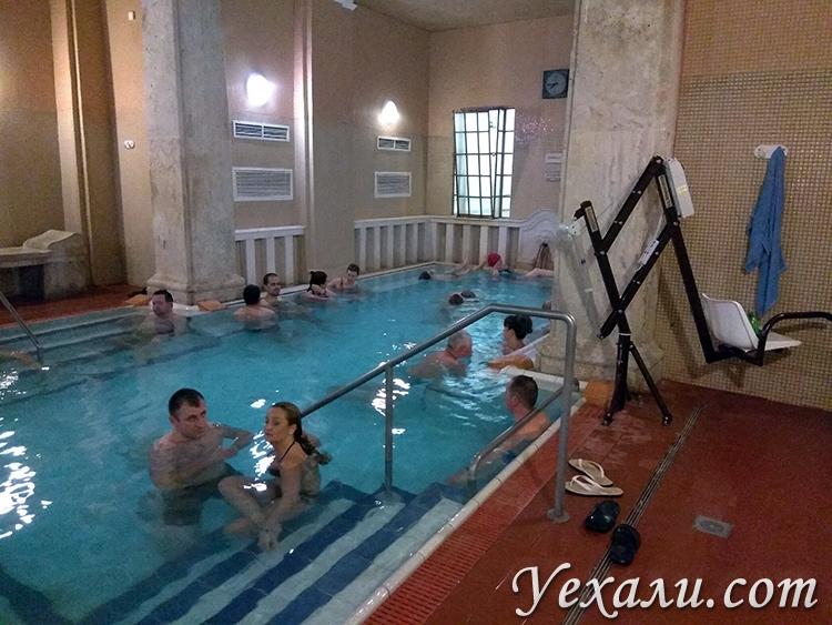 Купальня Лукач в Будапшете фото термальных бассейнов