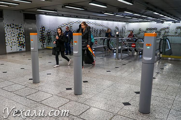 Общественный транспорт Будапешта (Венгрия). Вход в метро.